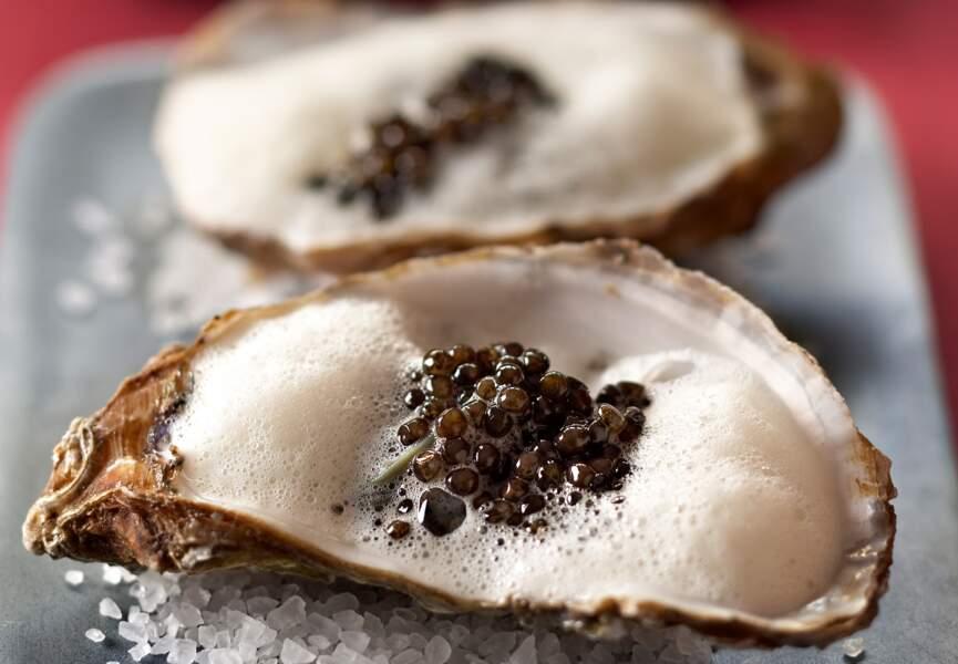 Les huîtres en écume au caviar