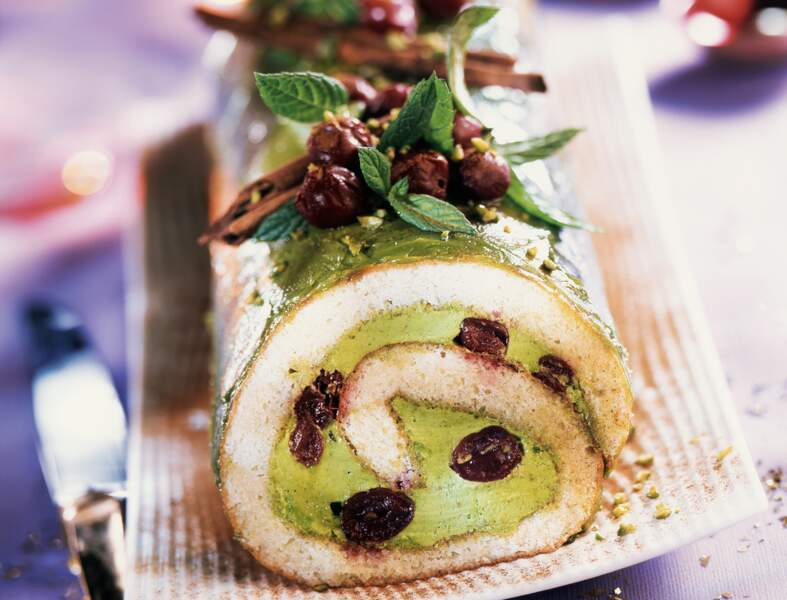 Bûche à la pistache, cannelle et griottes