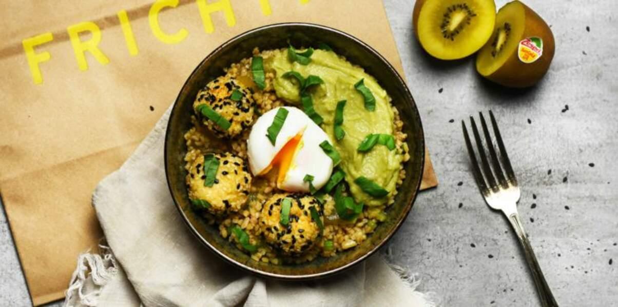 Lunch bowl au kiwis jaunes, tofu et avocat