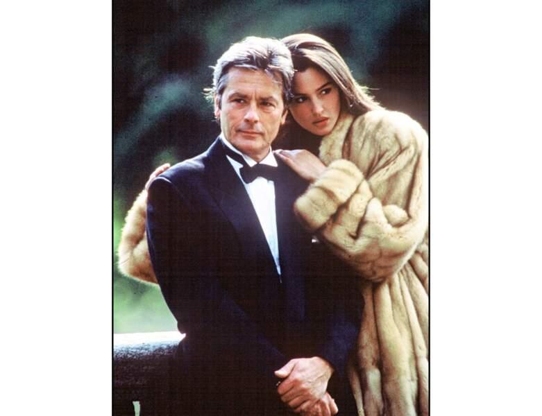 1989, à 54 ans, il pose aux côtés de Monica Bellucci