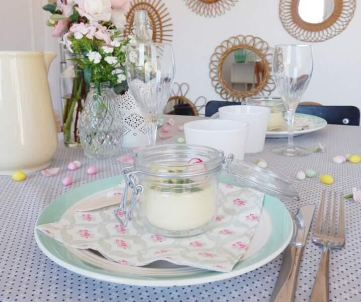 De la vaisselle dépareillée pour une table vintage