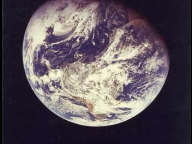 Galaxies, navettes spatiales, aurores boréales... Découvrez les incroyables photos vendues par la Nasa