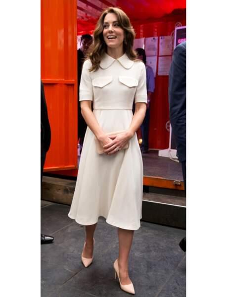 La robe à col claudine de Kate Middleton