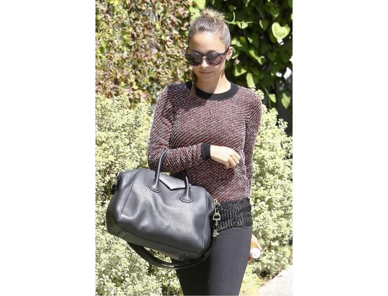 Nicole Richie : le sac noir classique version hiver