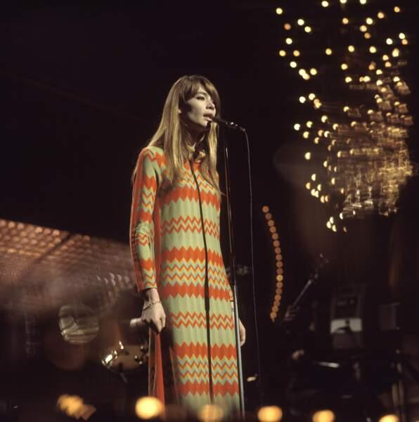 Françoise Hardy sur scène à Londres en 1968.