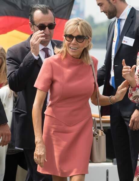 Brigitte Macron en robe rose