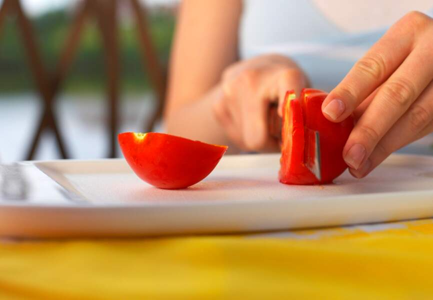"""""""Je peux appliquer une tomate ou de la pomme de terre pour apaiser un coup de soleil"""" : FAUX"""
