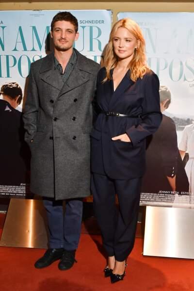 """Virginie Efira et Niels Schneider à la première du film """"Un amour impossible"""", le 5 novembre 2018 à Paris"""