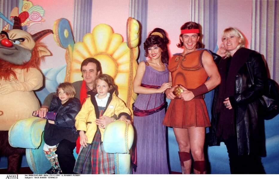 """Dick Rivers et son épouse à la première du film """"Hercule"""" au Grand Rex à Paris en 1997."""