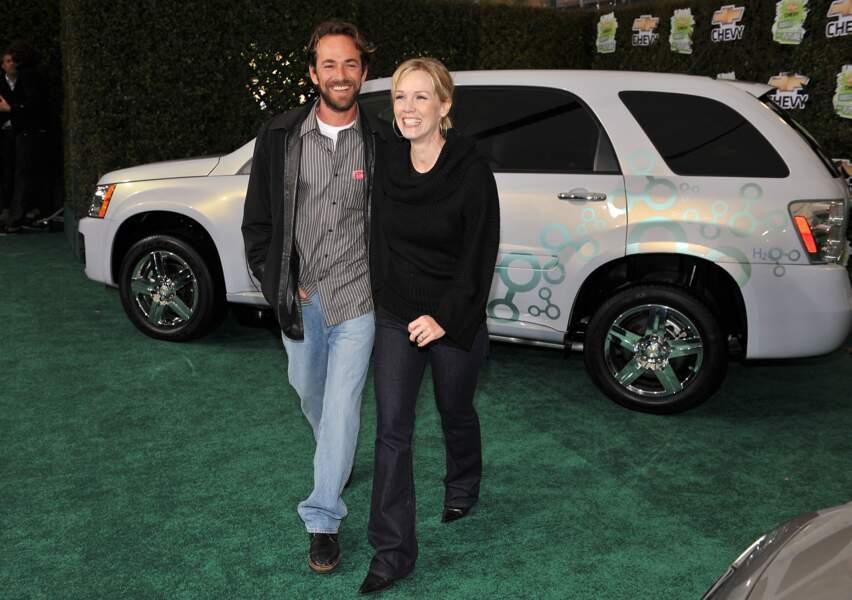 Luke Perry et Jenny Garth en 2008 aux Studios Walt Disney à Burbank en Californie.
