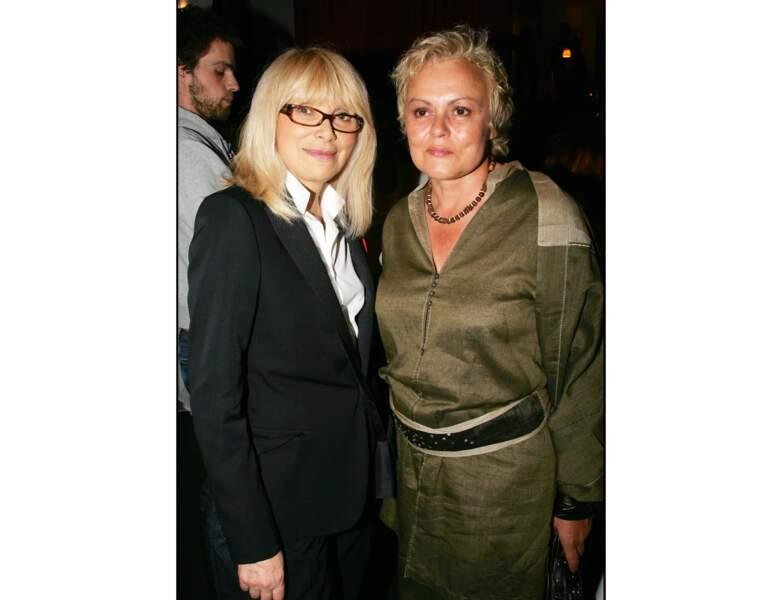 La même année, Mireille Darc et Muriel Robin posent ensemble