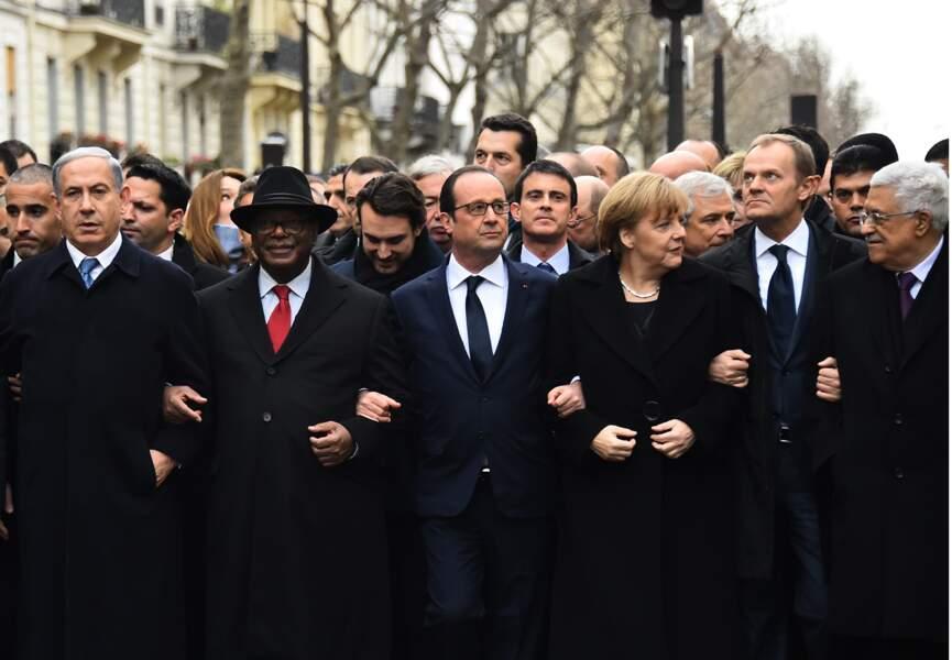 Les hommes politiques du monde entier bras dessus, bras dessous