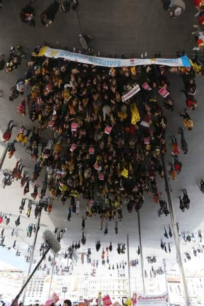 Des centaines de personnes étaient réunies à Marseille.