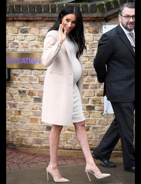 Look grossesse Meghan Markle : beige passion