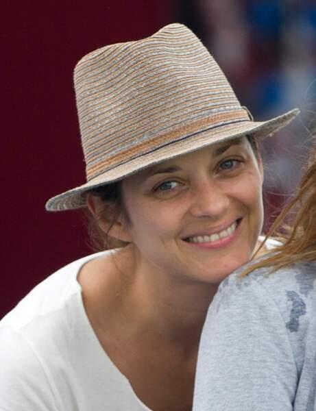 Marion Cotillard, en toute simplicité pour encourager Guillaume Canet au jumping de Chantilly