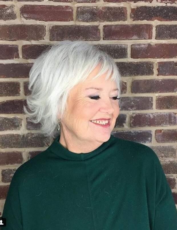 Cheveux blancs : 7 coupes courtes pour les sublimer - Femme Actuelle