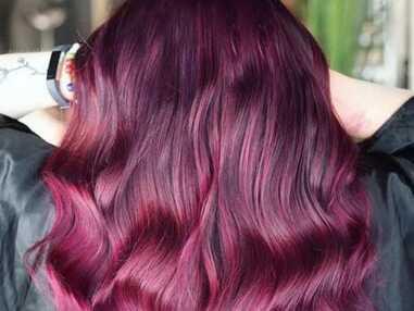 Burgundy hair : la tendance coloration de l'automne/hiver