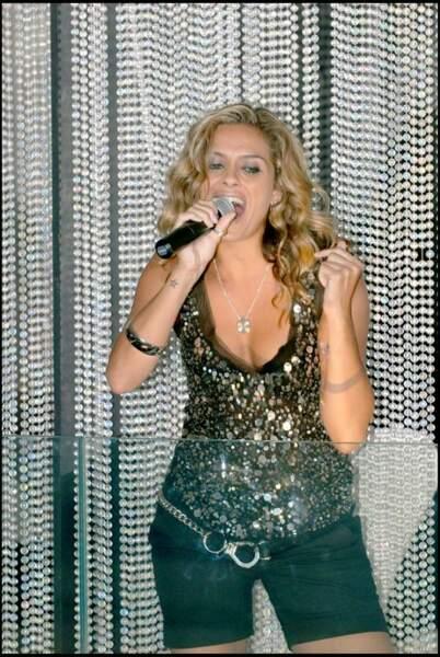 2007, elle tente une carrière de chanteuse et sort un album