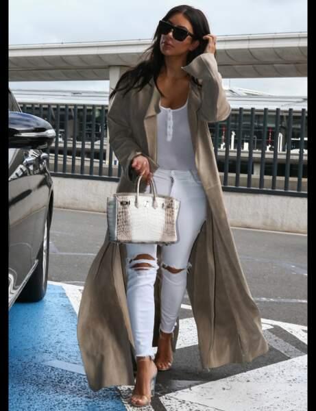 Kim Kardashian et son jean blanc