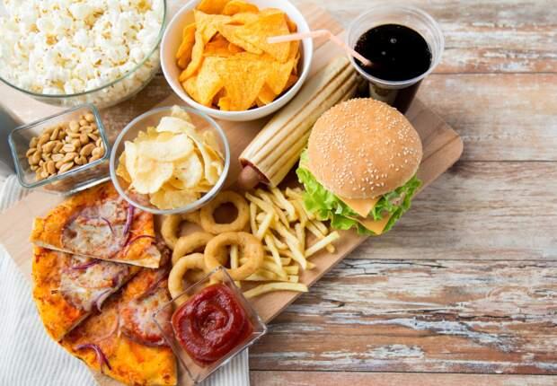 Les aliments à éviter pour garder un ventre plat