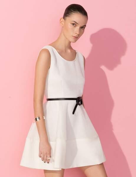 Robe blanche : ceinturée