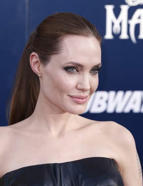 Mon visage est très anguleux, j'adopte les coiffures strictes d'Angelina Jolie