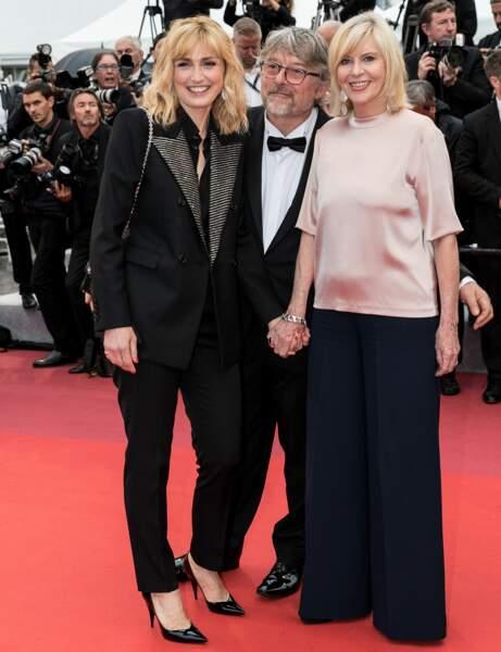 Cannes : Julie Gayet, 46 ans, en costume rock