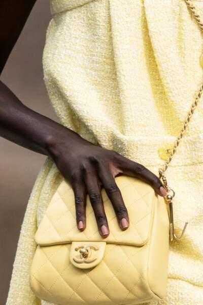 Manucure nude pour Chanel