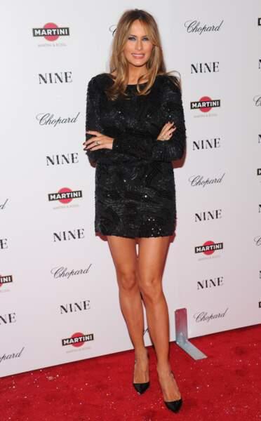 mais elle porte aussi la petite robe noire ultra courte...
