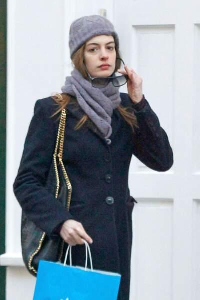 Anne Hathaway veut sortir incognito. Sa méthode : zéro make up