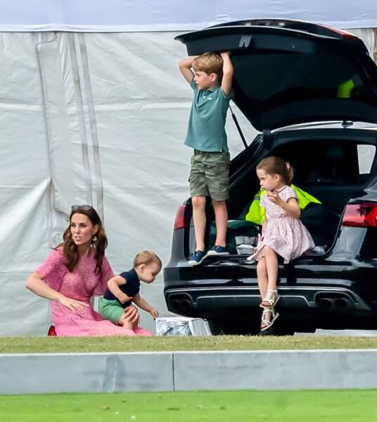 La famille a assisté au match de polo ensemble.
