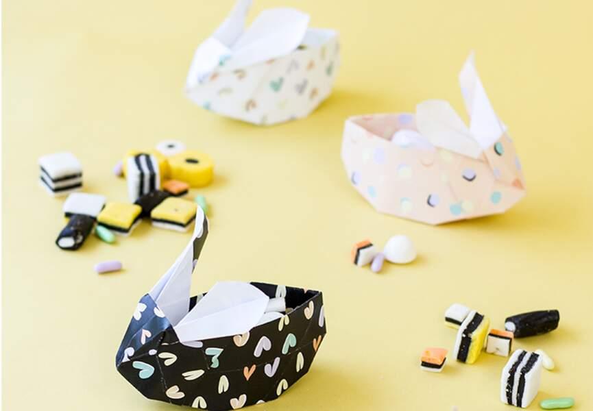 Des petits lapins porte-oeufs en papier