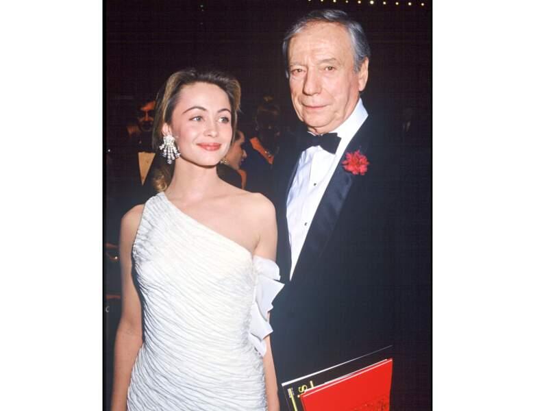 L'année suivante, elle pose avec Yves Montand