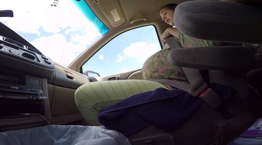 Accouchement dans une voiture en train de rouler