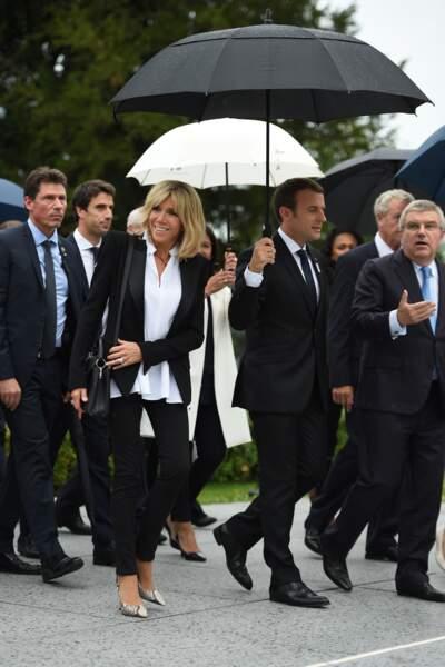 Brigitte Macron en tailleur