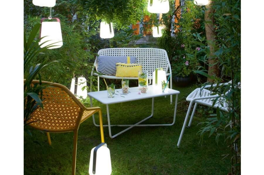 Un salon de jardin en aluminium