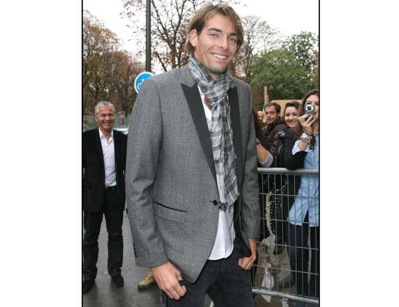 En 2011, il assiste au défilé Chanel