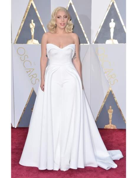 La robe-pantalon de Lady Gaga