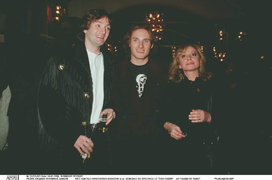 Pierre Palmade et Véronique Sanson avec Christopher Stills, le fils de la chanteuse le 16 janvier 1996.