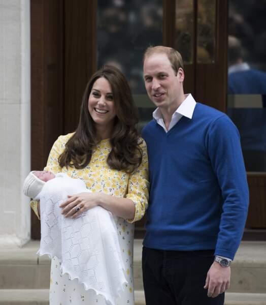 Et cela a commencé dès le premier jour avec un discret rappel de la tenue de Kate sur celle de son nouveau-né...