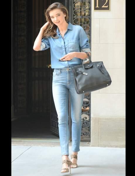 Miranda Kerr en total look denim
