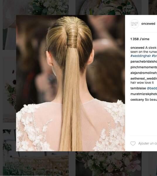Coiffure de mariage pour cheveux longs : la queue de cheval ultra-raide