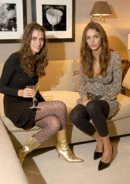 Rose Hanbury et sa soeur Marina Hanbury lors d'une soirée à Londres le 10 mars 2005.