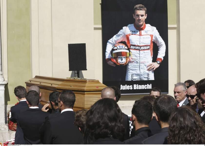 Hommage à Jules Bianchi sur le parvis de la cathédrale