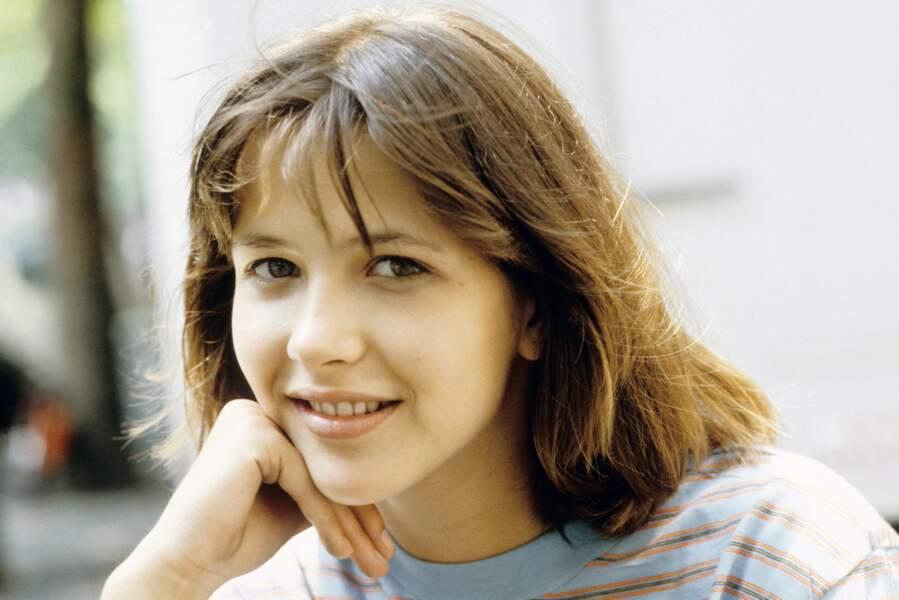 """Sophie Marceau sur le tournage du film """"La Boum 2"""" réalisé par Claude Pinoteau, en France, en 1982."""
