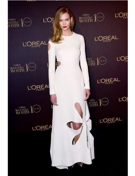 La robe ajourée de Karlie Kloss