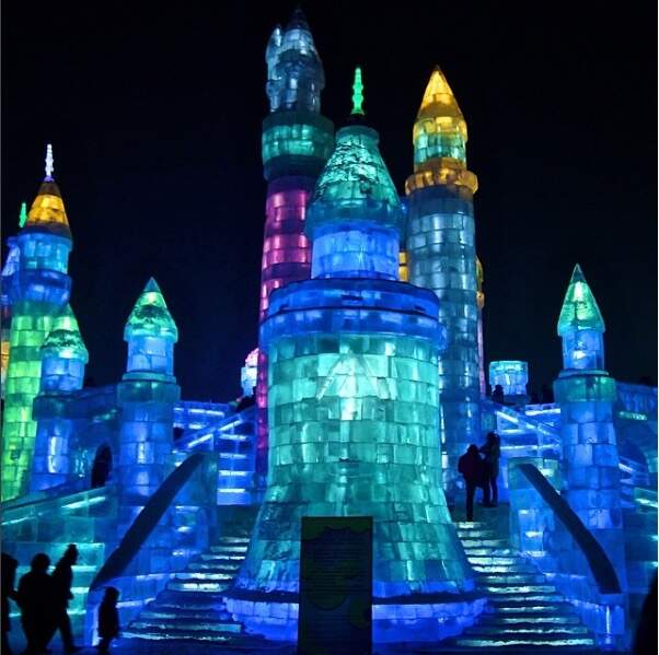 10 000 ouvriers travaillent à la construction de ces palaces de glace