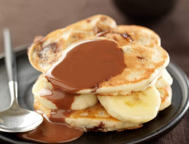 Pancakes à la banane et coulis choco caramel