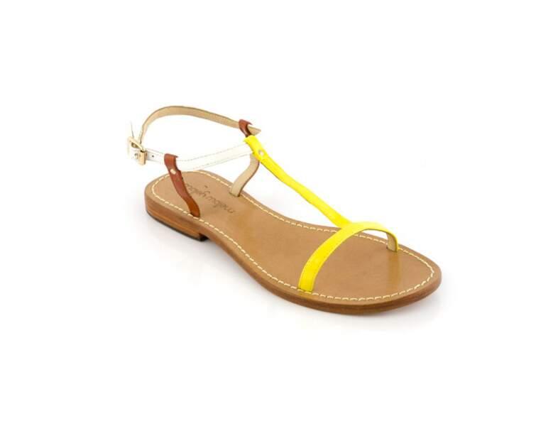 A plat : en sandales bicolores