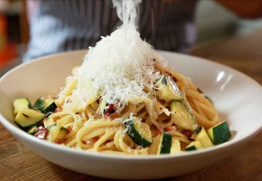 Spaghettis à la carbonara et courgettes